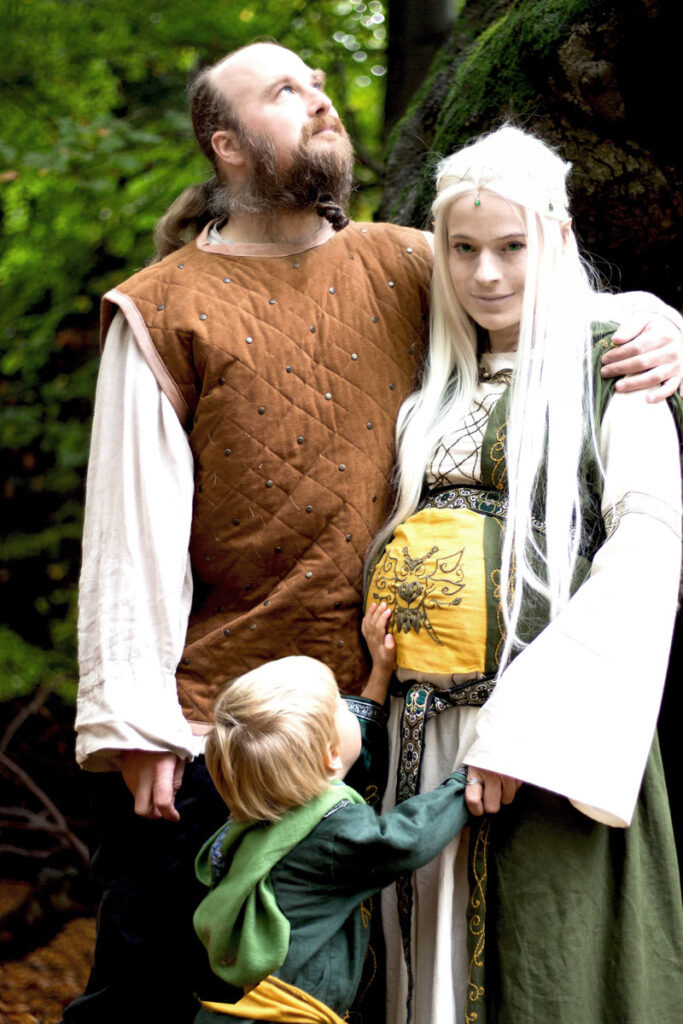 Linestyle_Artwork_Babybauch_Shooting_Tolkien_Fantasy_Cosplay_Familie